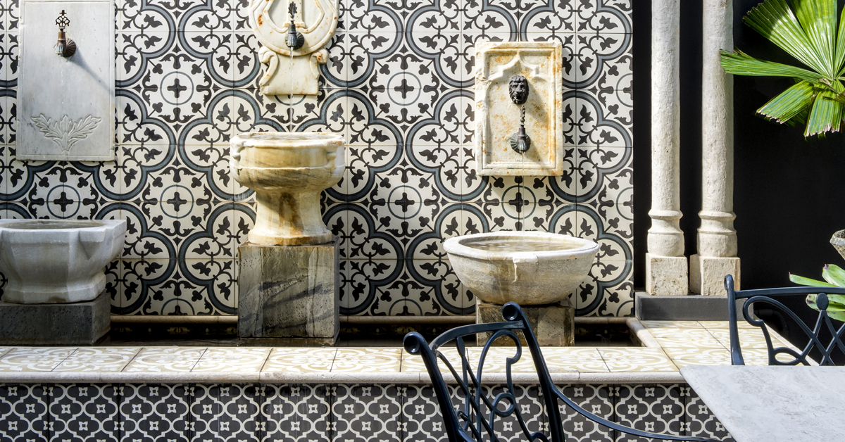 Black and White Wallpaper Bathroom